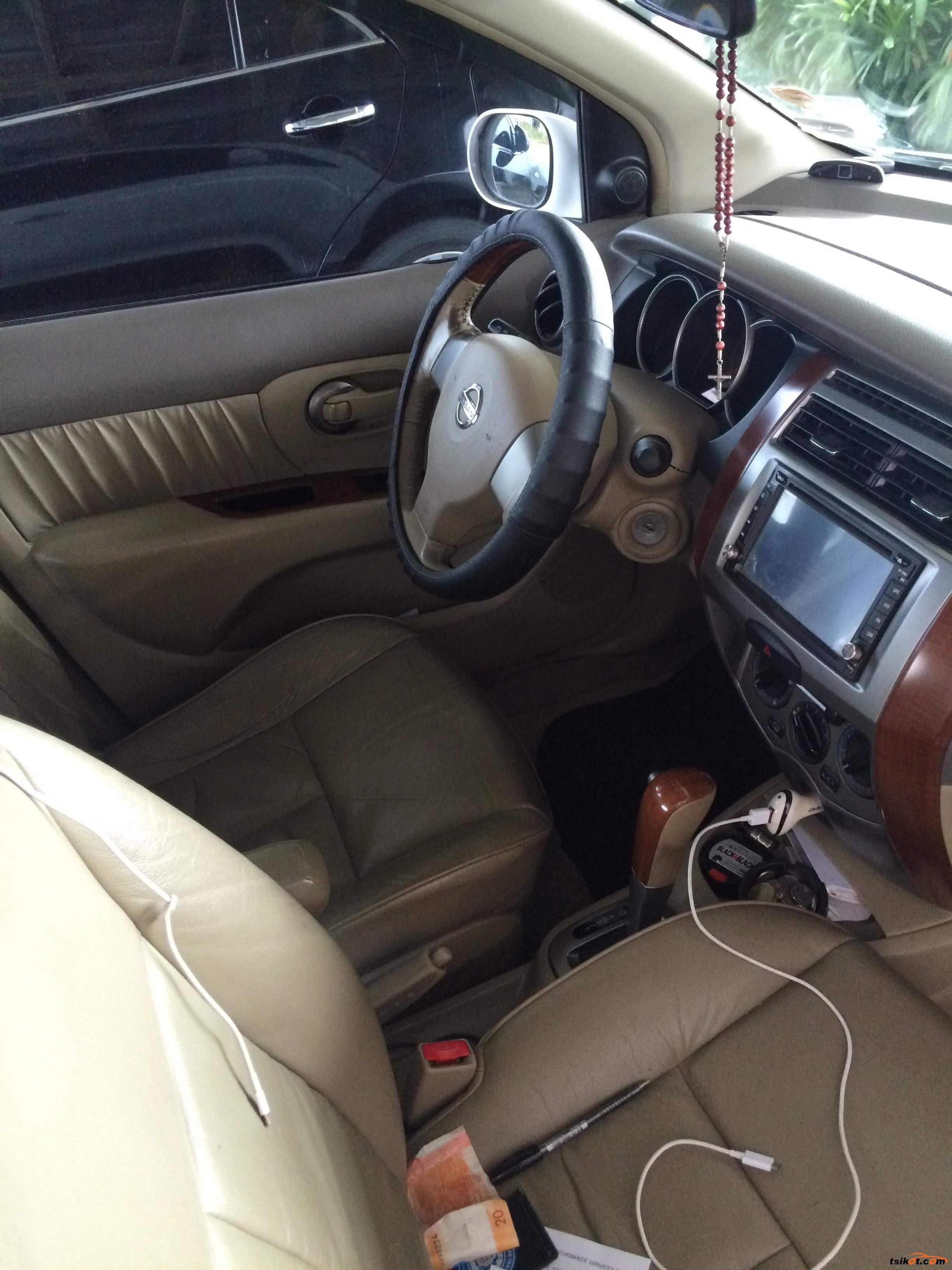Nissan Grand Livina 2013 - 3