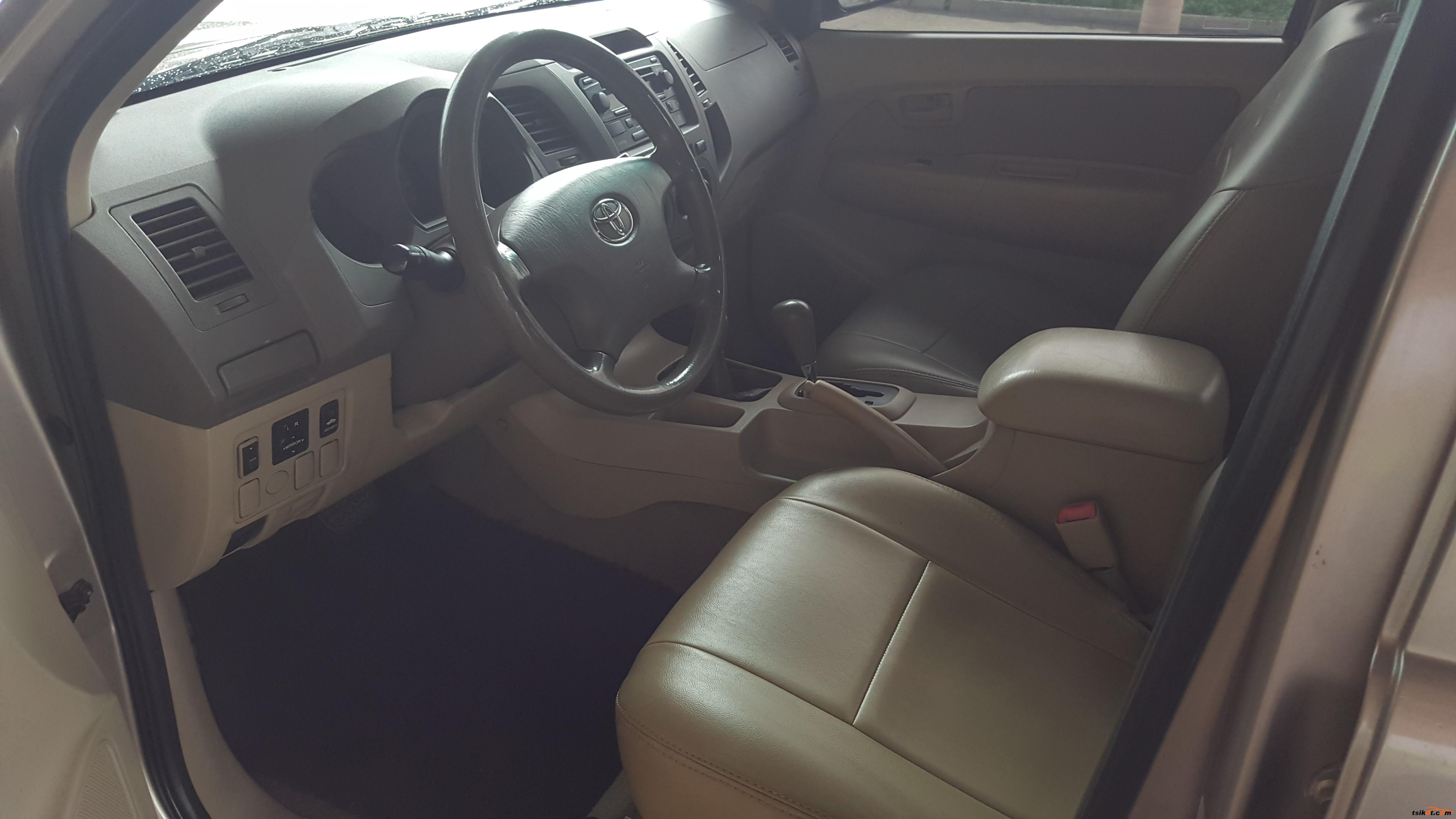 Toyota Hilux 2005 - 7