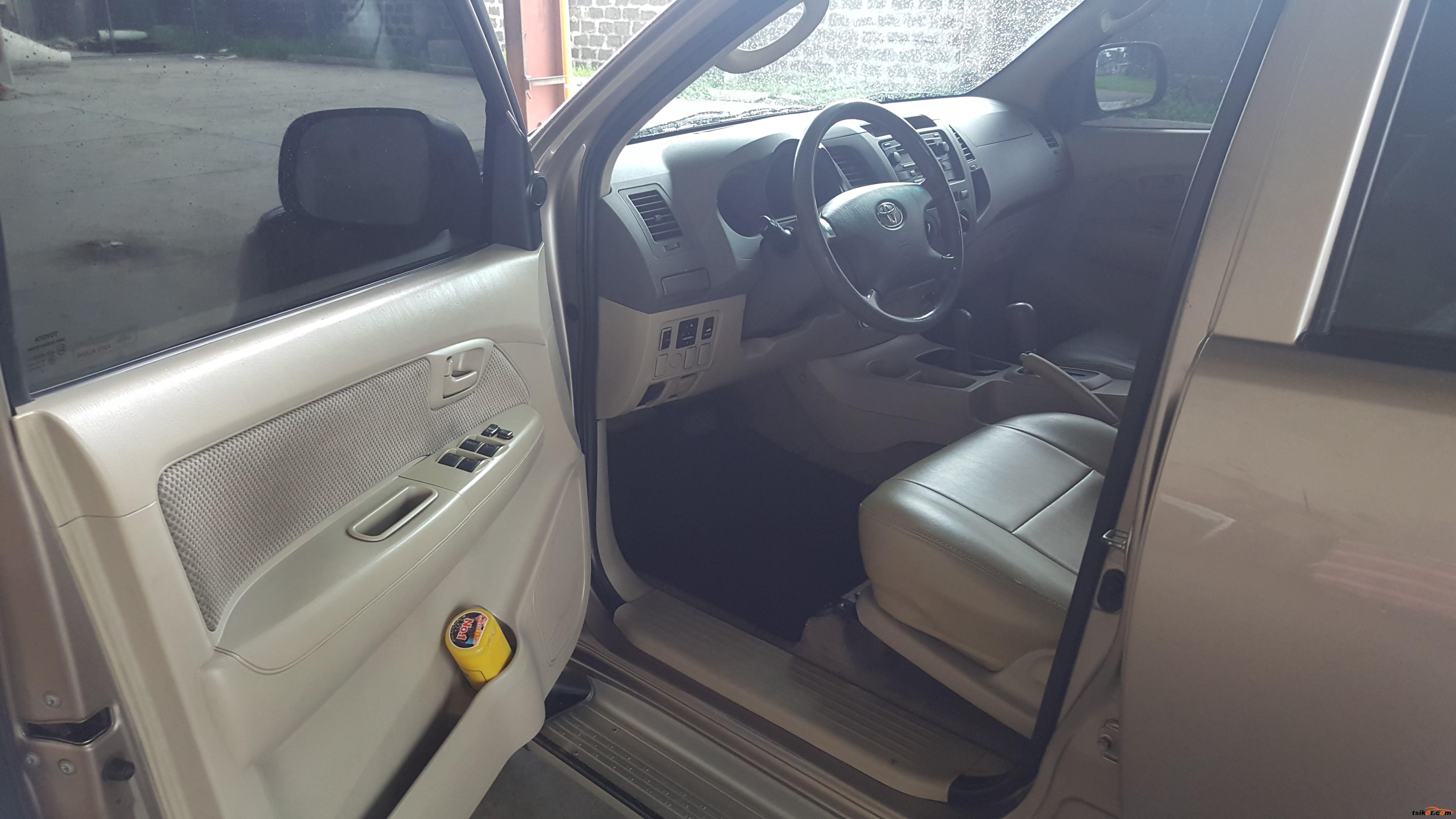 Toyota Hilux 2005 - 8