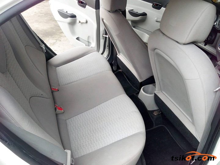 Hyundai Accent 2010 - 1