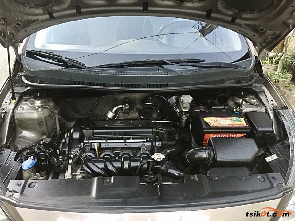 Hyundai Accent 2011 - 4