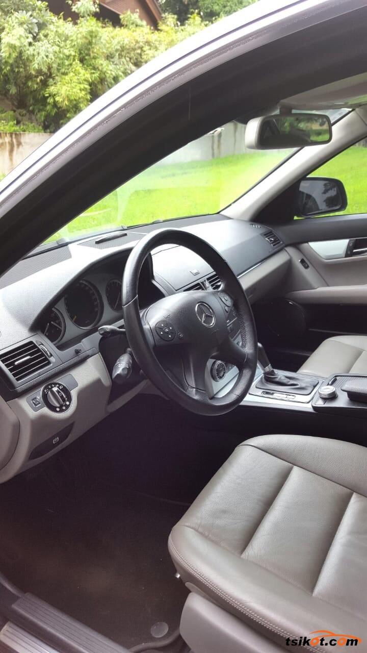 Mercedes-Benz 280 2008 - 9