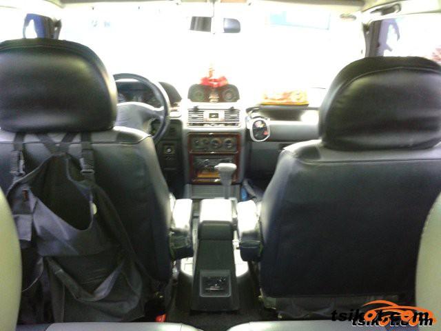 Mitsubishi Pajero 2001 - 3