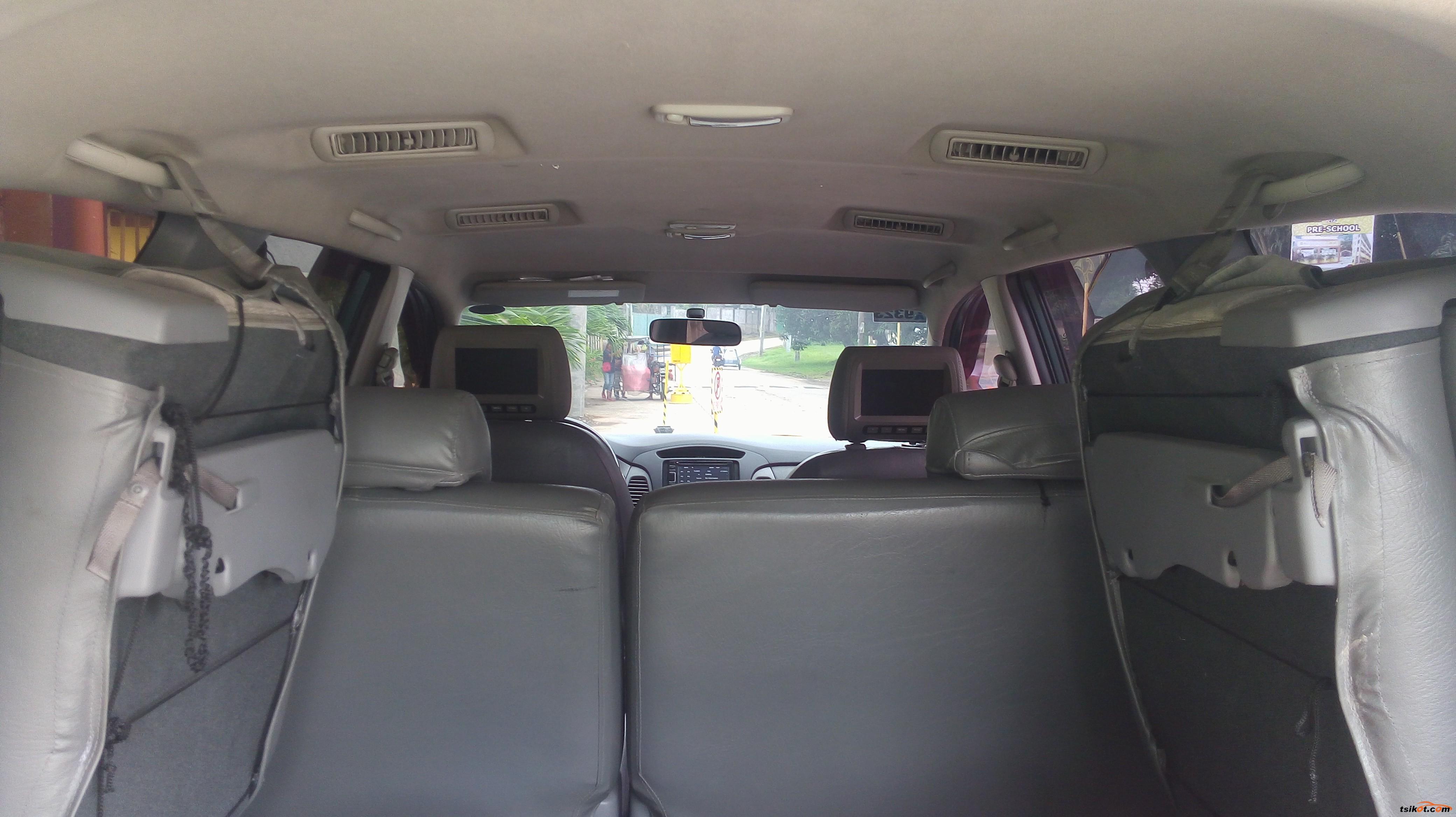 Toyota Innova 2010 - 10