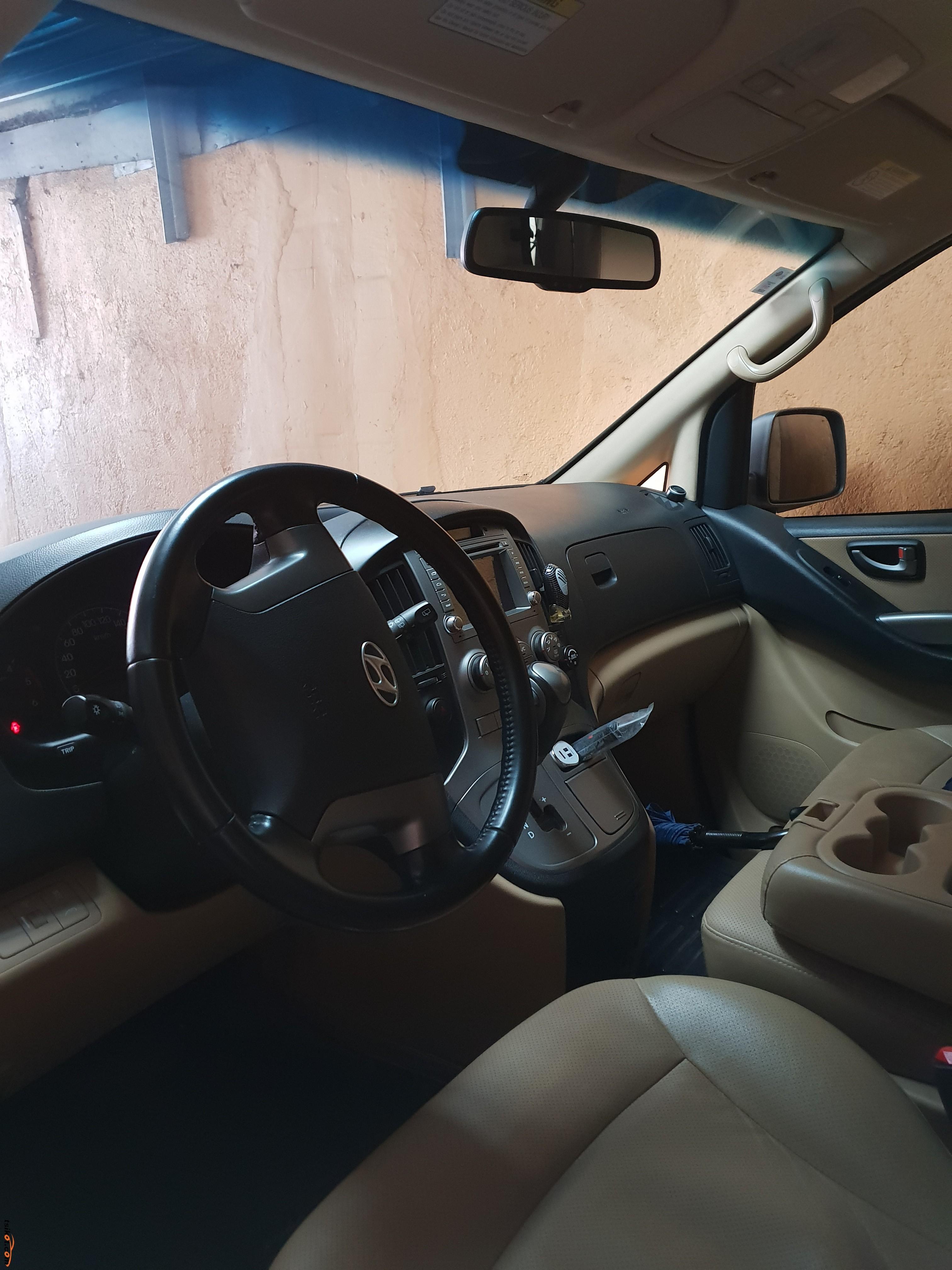 Hyundai Grand Starex 2015 - 2