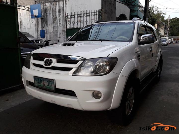 Toyota Fortuner 2005 - 1