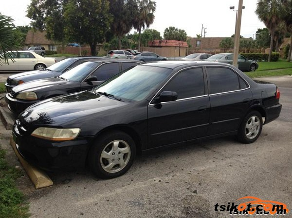 Honda Accord 2000 - 1