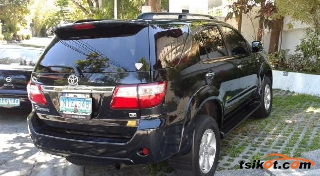 Toyota Fortuner 2010 - 4