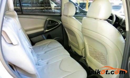 Toyota Rav4 2010 - 4