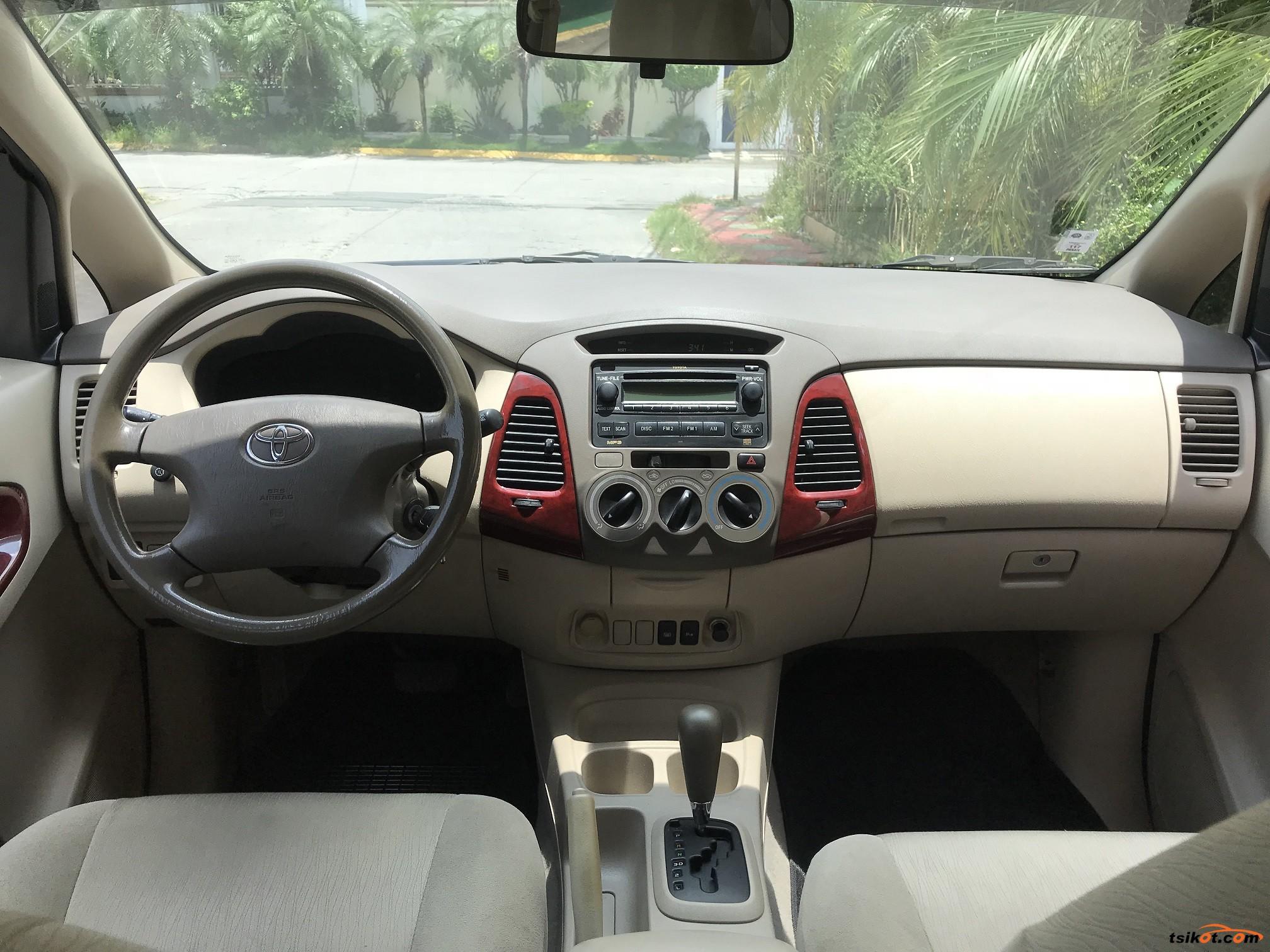 Toyota Innova 2005 - 8