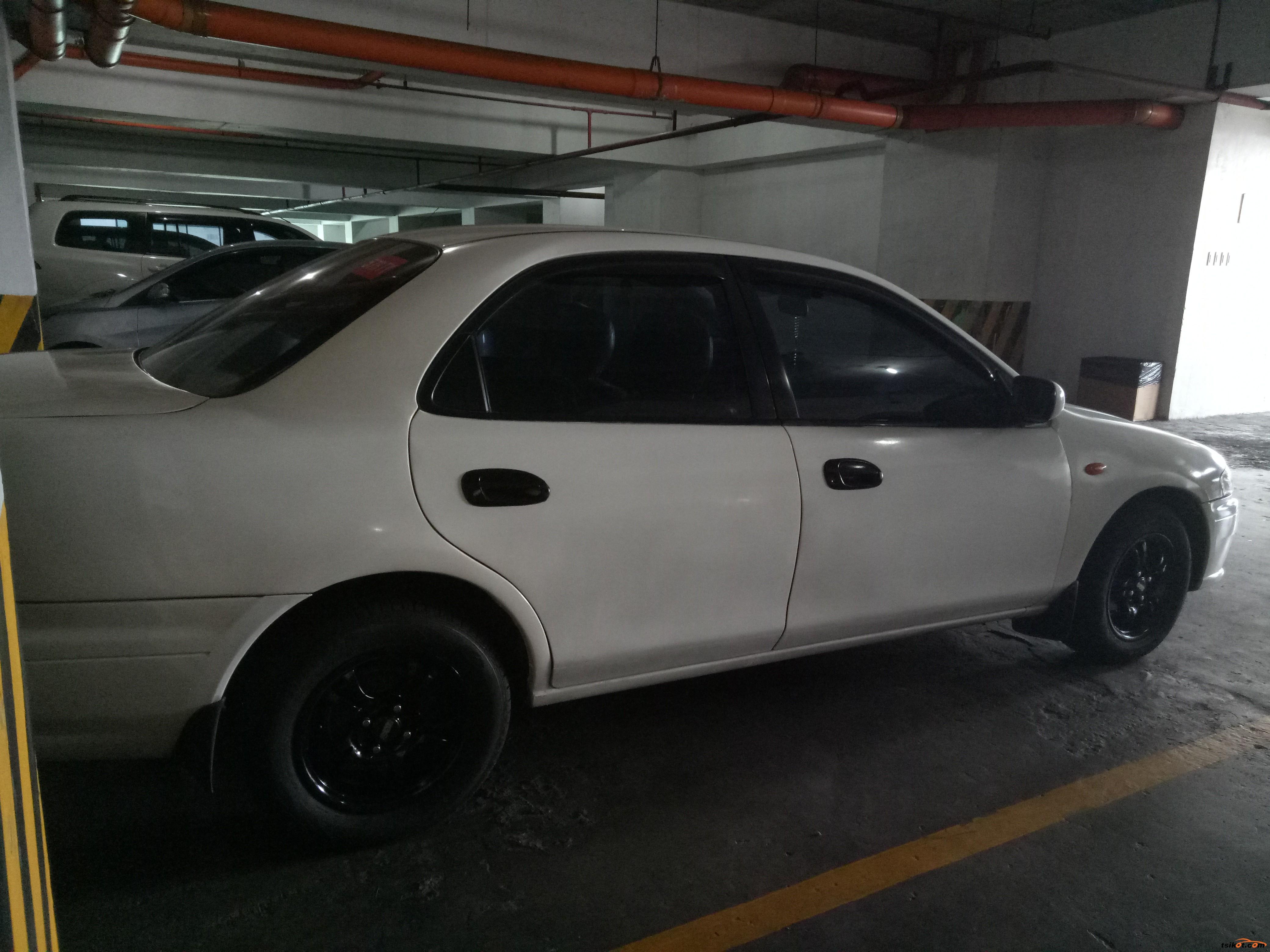 Mazda 323 2000 - 1