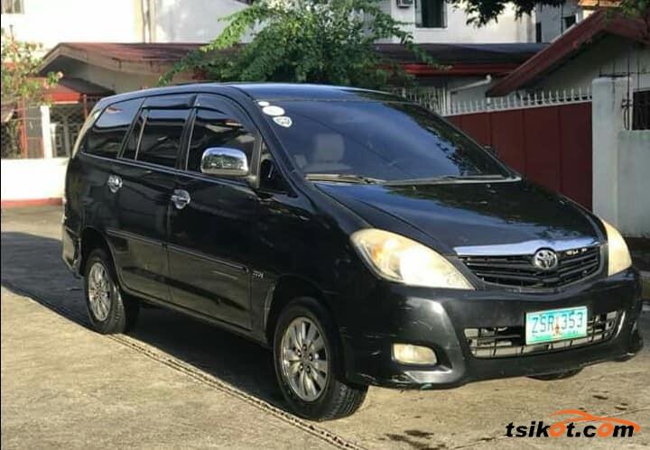 Toyota Innova 2009 - 4