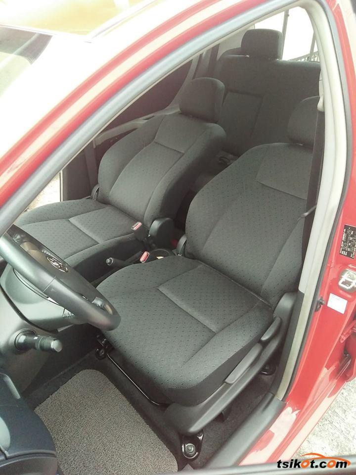 Toyota Yaris 2011 - 4