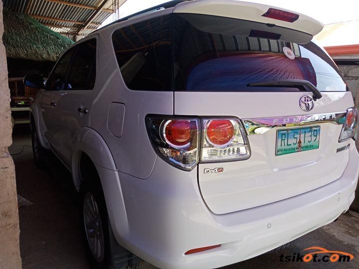 Toyota Fortuner 2012 - 2