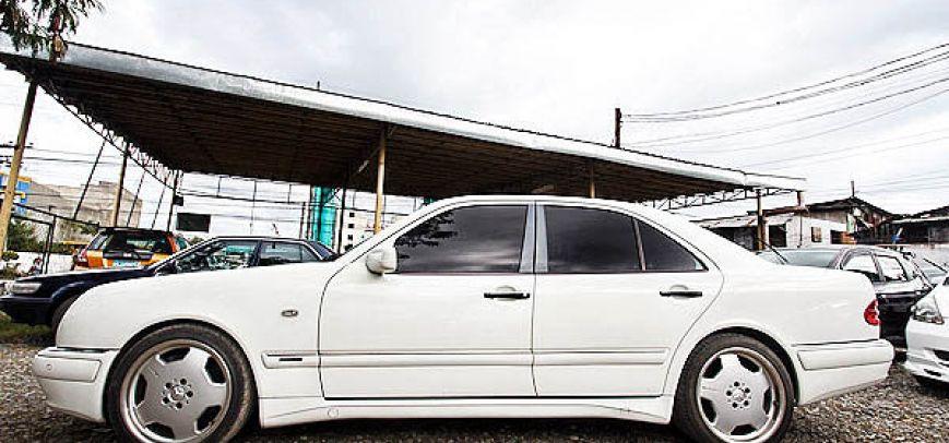 Mercedes-Benz E 2000 - 8