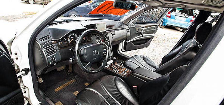 Mercedes-Benz E 2000 - 9