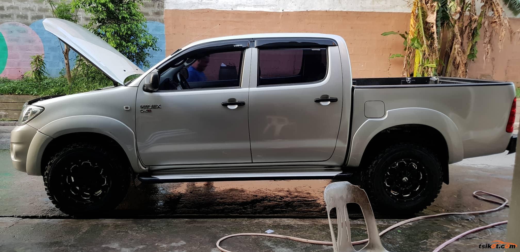 Toyota Hilux 2011 - 8