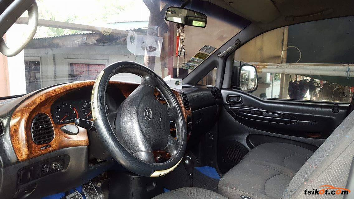 Hyundai Starex 2002 - 4