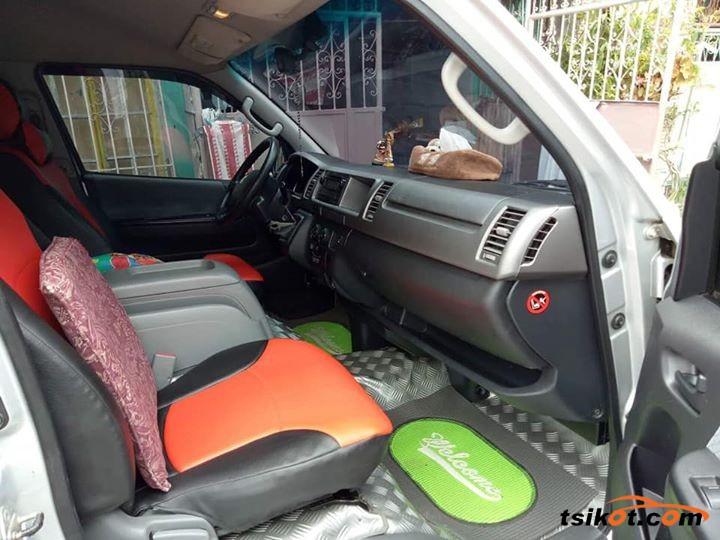 Toyota Hi-Ace 2009 - 3