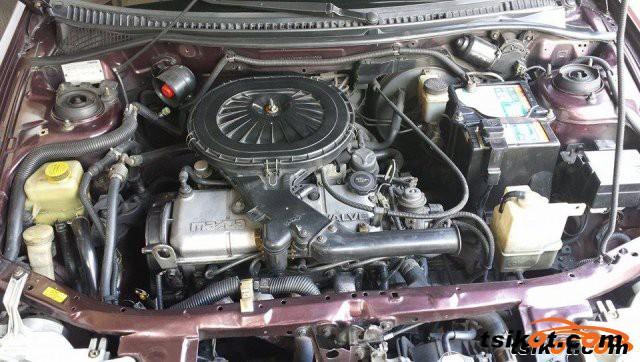 Mazda Familia 2000 - 3