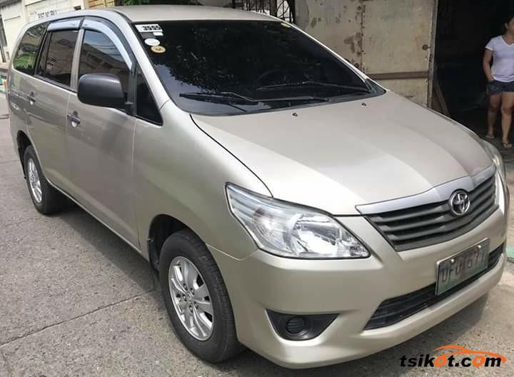 Toyota Innova 2012 - 1