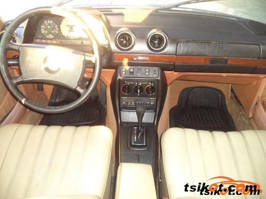 Mercedes-Benz 240 1981 - 5