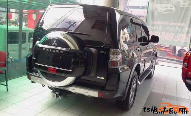 Mitsubishi Pajero 2015 - 2