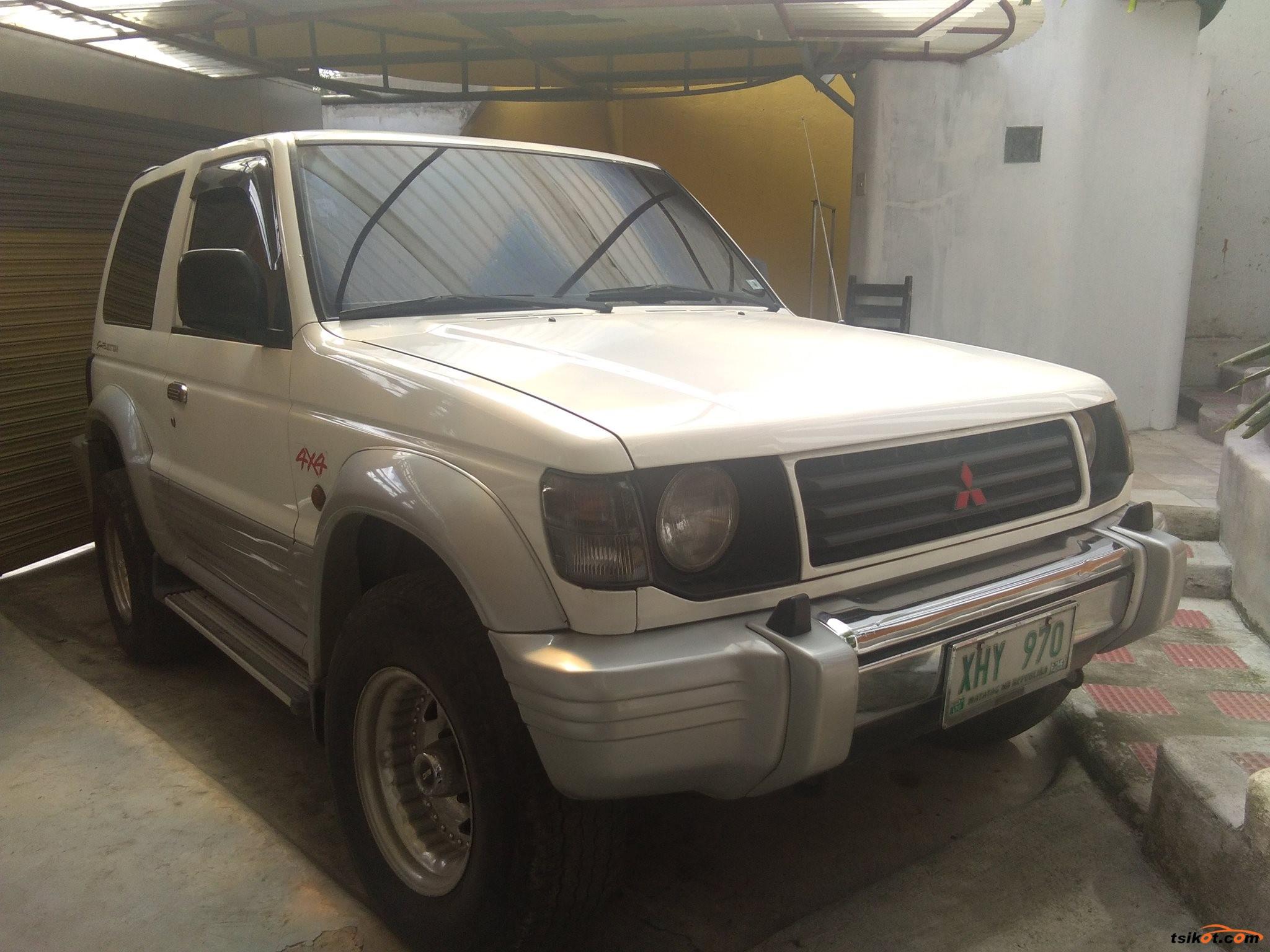 Mitsubishi Pajero 2000 - 2