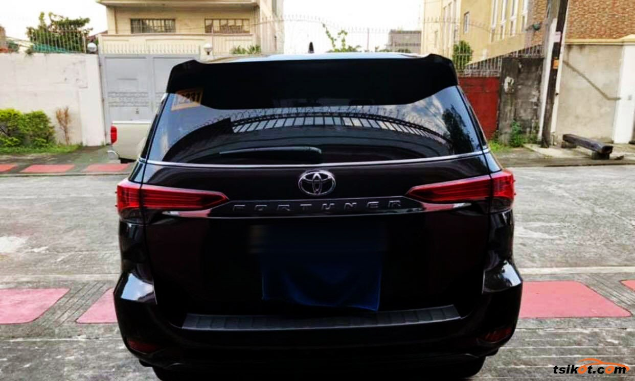 Toyota Fortuner 2018 - 10