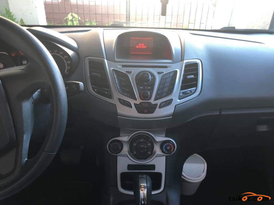 Ford Fiesta 2011 - 4