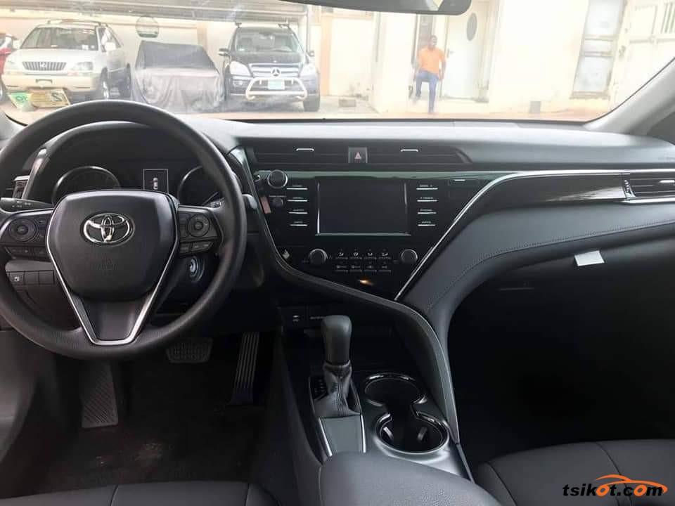 Toyota Camry 2018 - 1