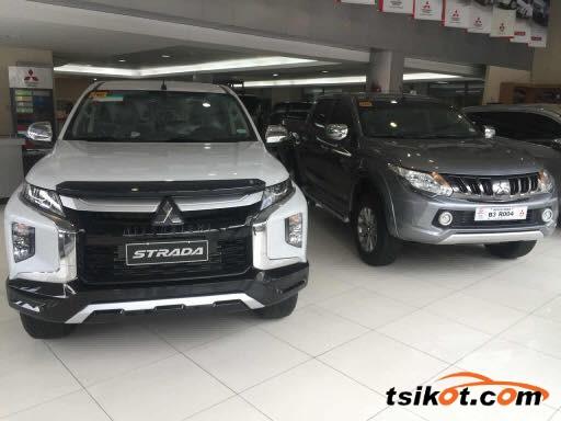 Mitsubishi Strada 2018 - 3