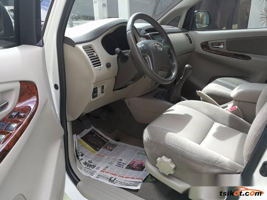 Toyota Innova 2015 - 5