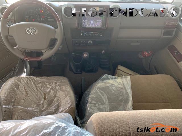 Toyota Land Cruiser 2017 - 2
