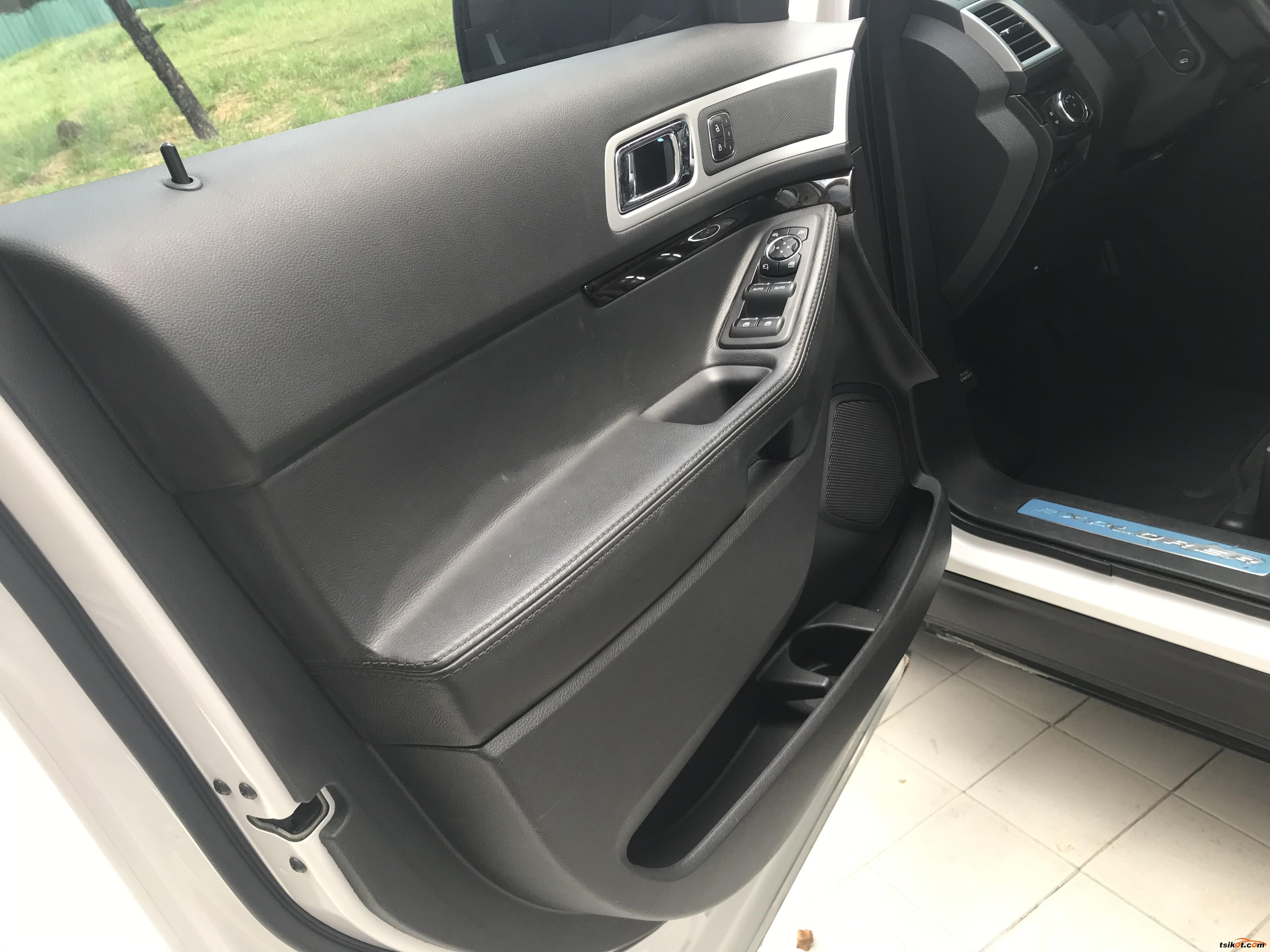 Ford Explorer 2012 - 10