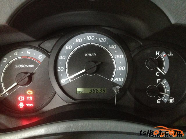 Toyota Innova 2011 - 4
