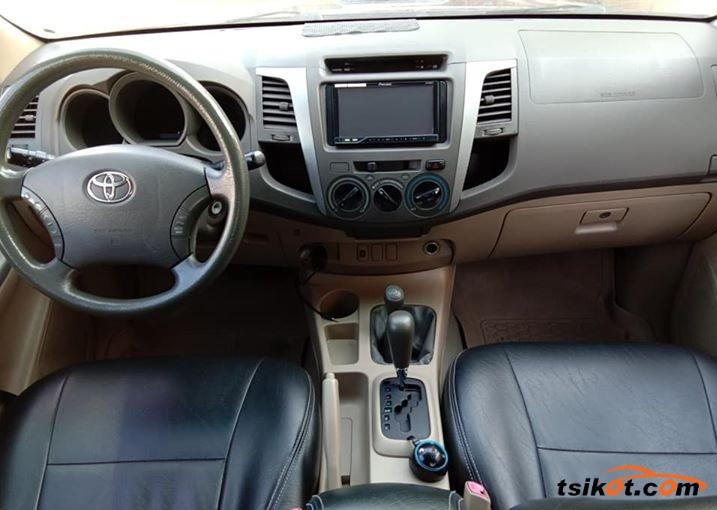 Toyota Hilux 2010 - 5