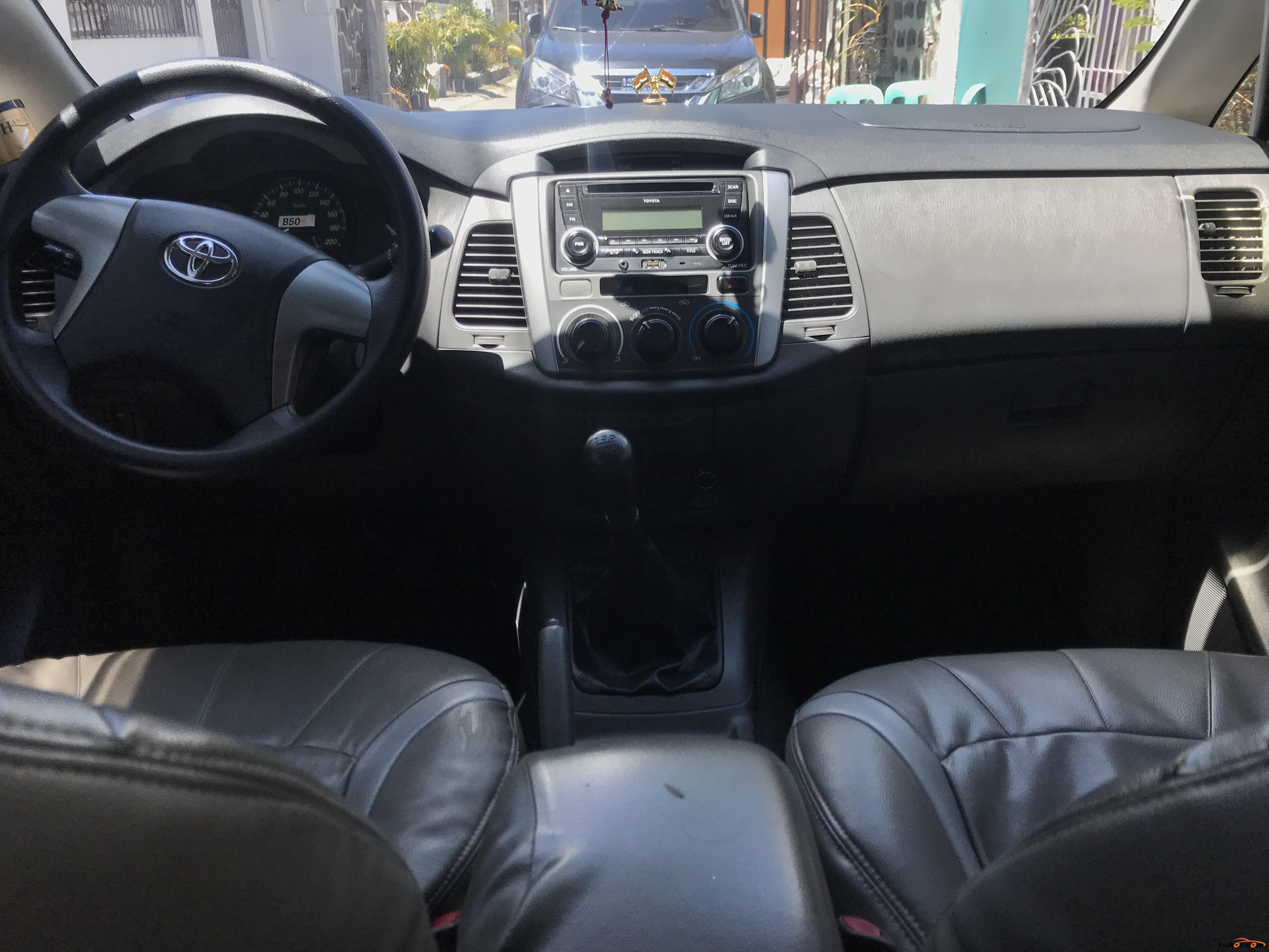 Toyota Innova 2014 - 5