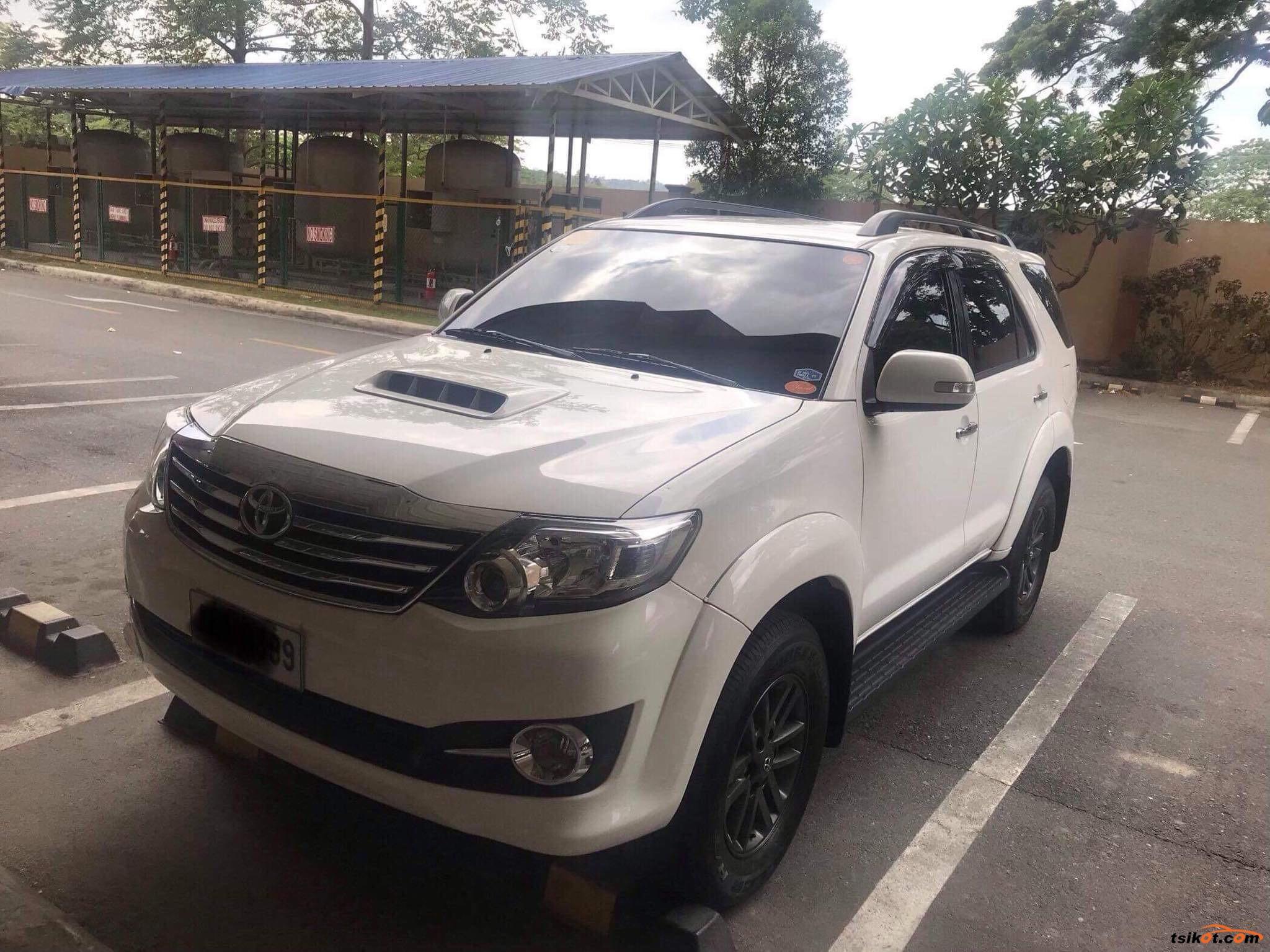 Toyota Fortuner 2015 - 4