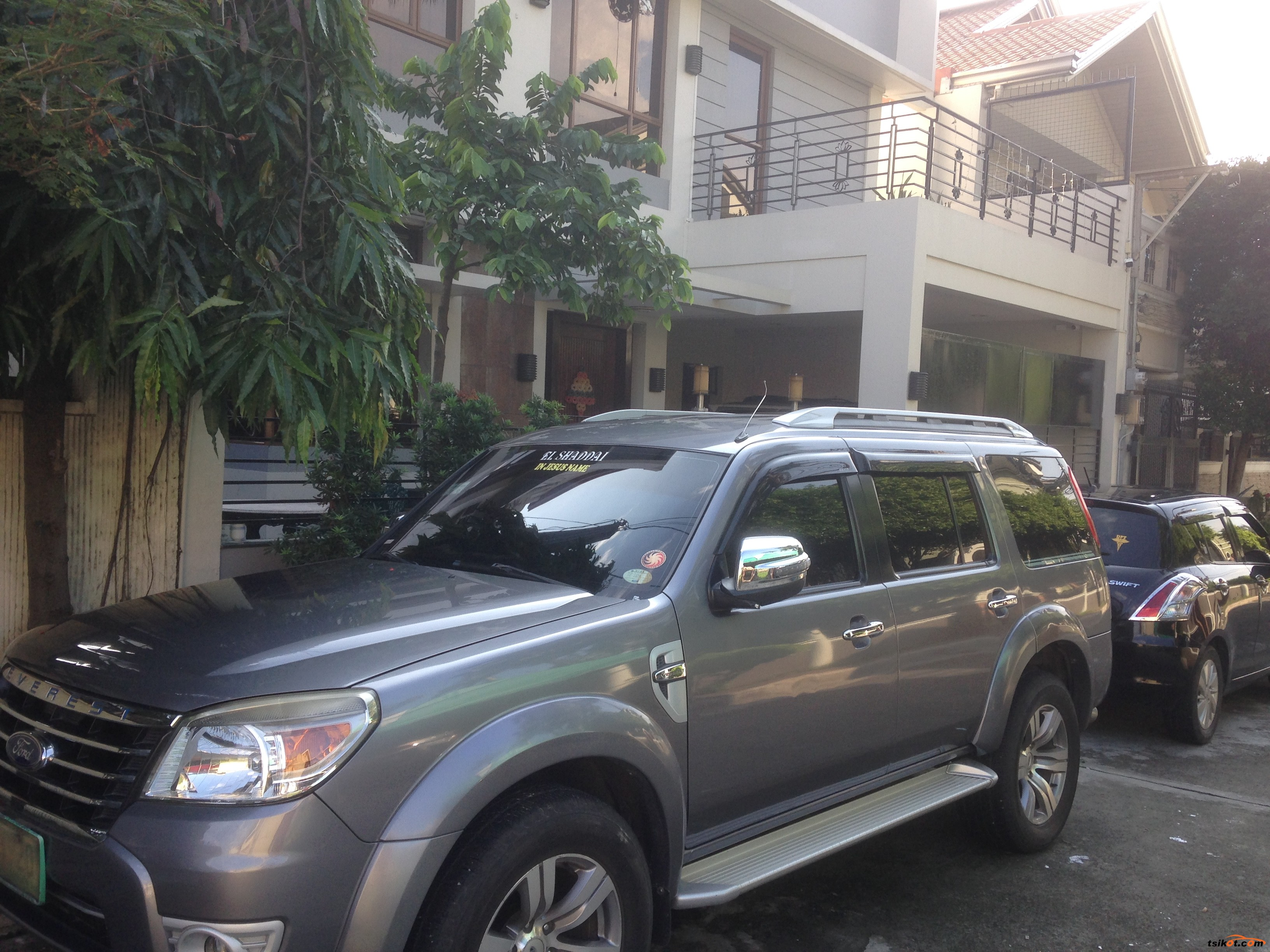 Ford Everest 2012 - 1