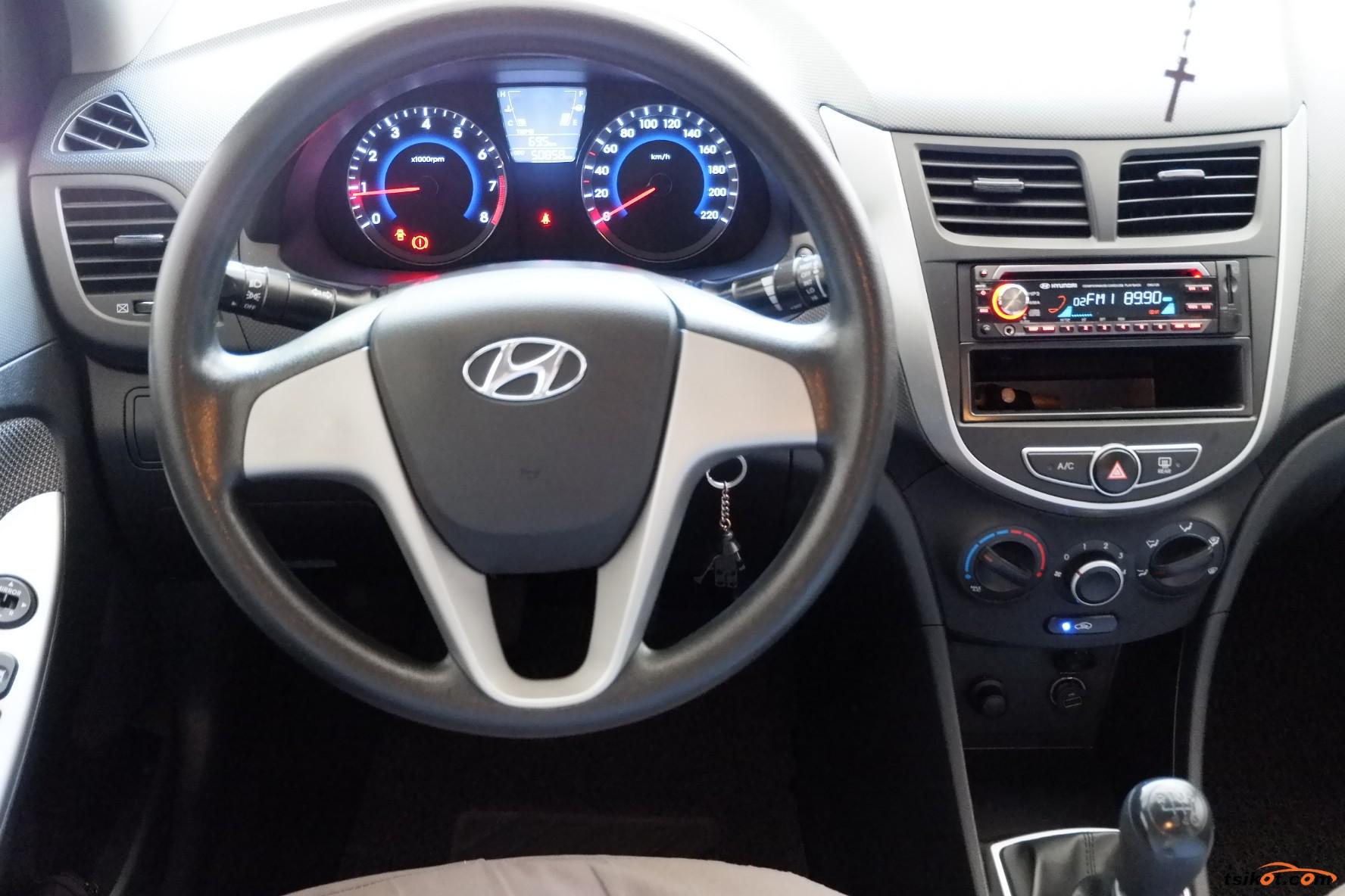 Hyundai Accent 2014 - 3