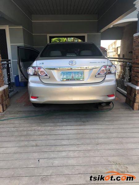 Toyota Avensis 2011 - 2