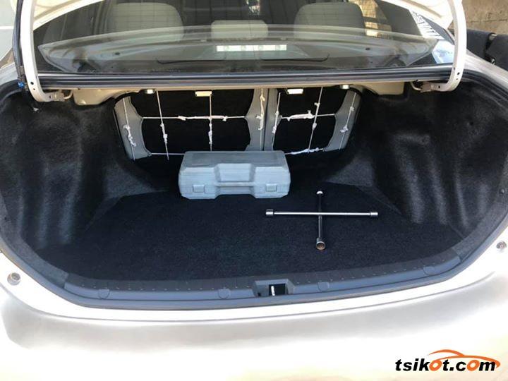 Toyota Avensis 2011 - 3