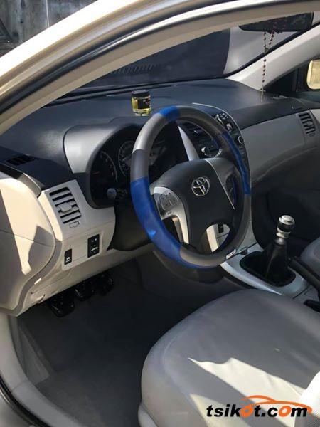 Toyota Avensis 2011 - 4