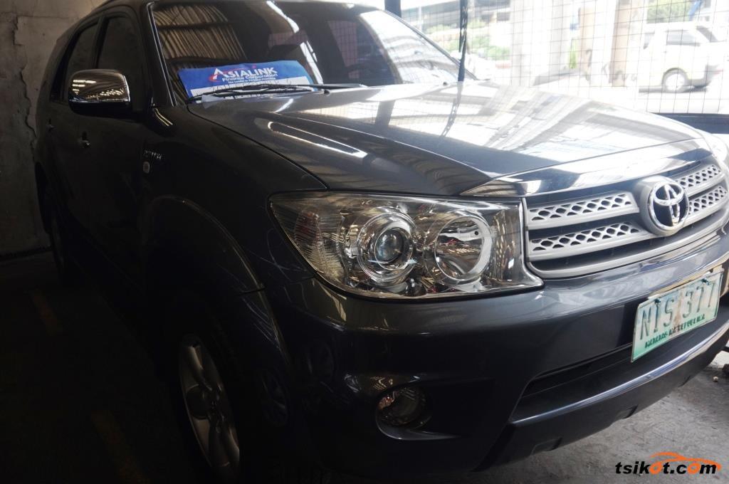 Toyota Fortuner 2011 - 1