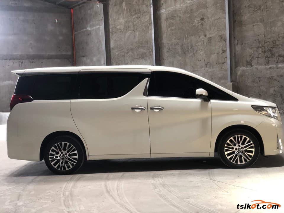Toyota Alphard 2017 - 2