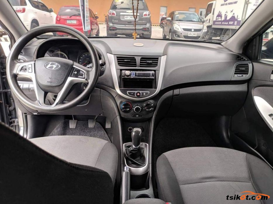 Hyundai Accent 2013 - 3