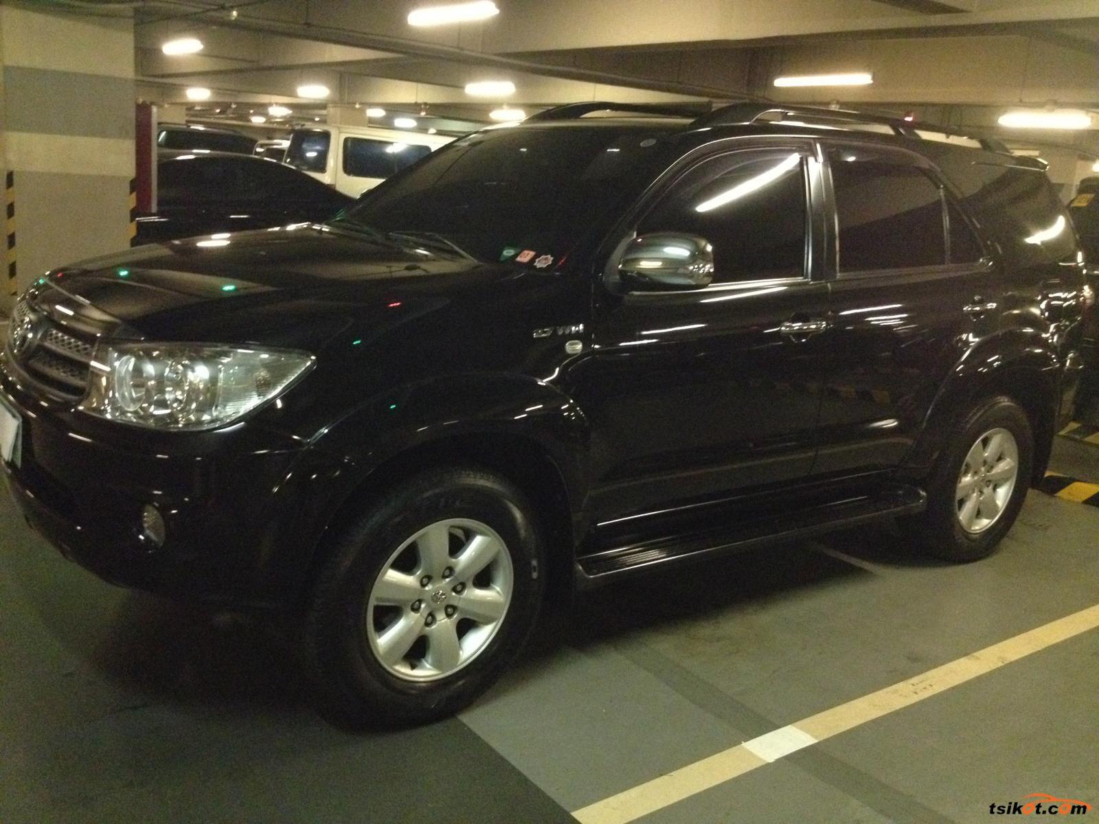 Toyota Fortuner 2010 - 2