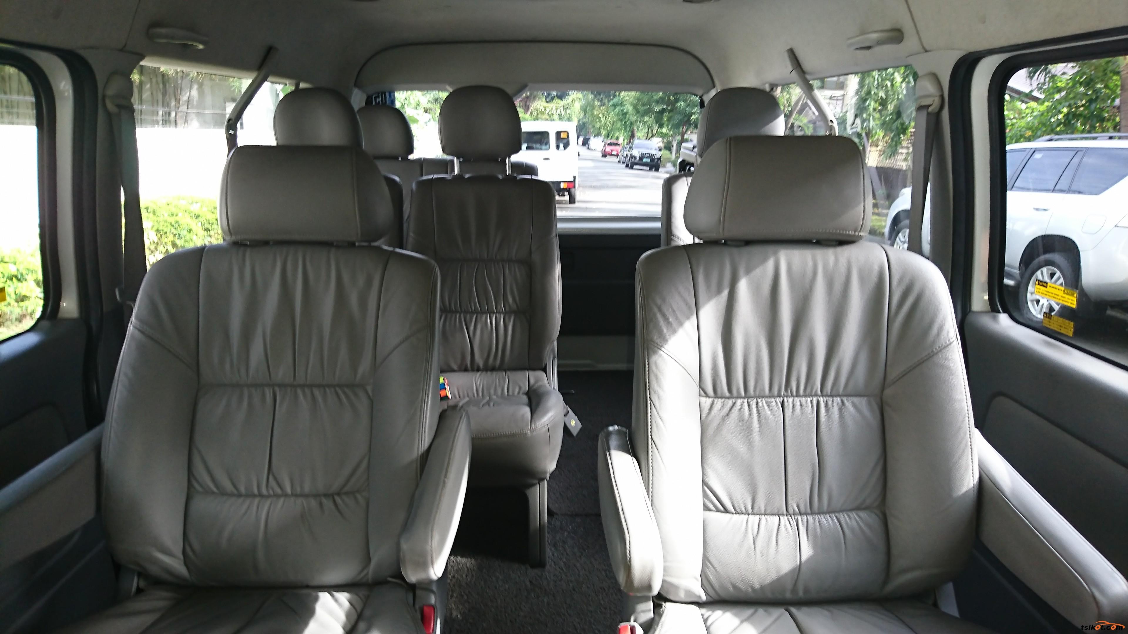Toyota Hi-Ace 2010 - 5