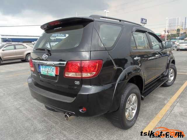 Toyota Fortuner 2007 - 2